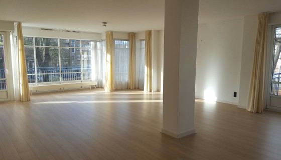 Zeestraat 183 newly renovated and 132 sqm !, Willemspark building