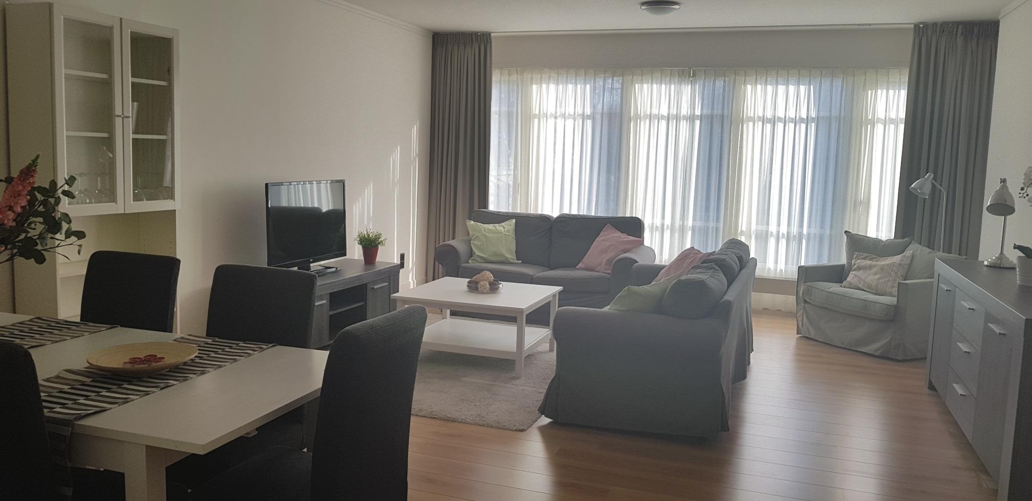 Complete Woon Eetkamer.Zeestraat 141 Nice Light 2 Bedroom Fully Furnished Apartment In